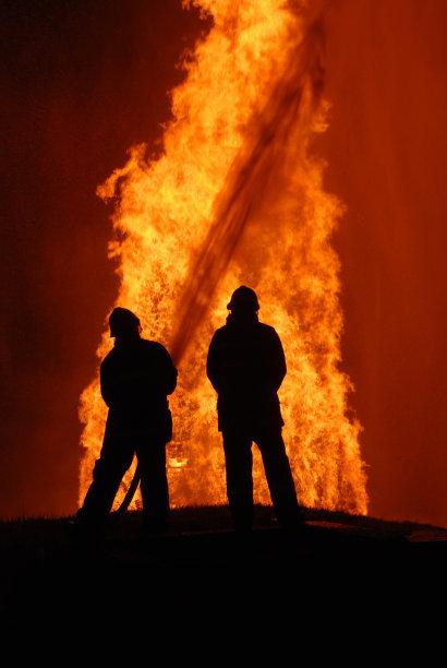 男子火灾中坠亡 父母找律师起诉获全小区赔偿11万元