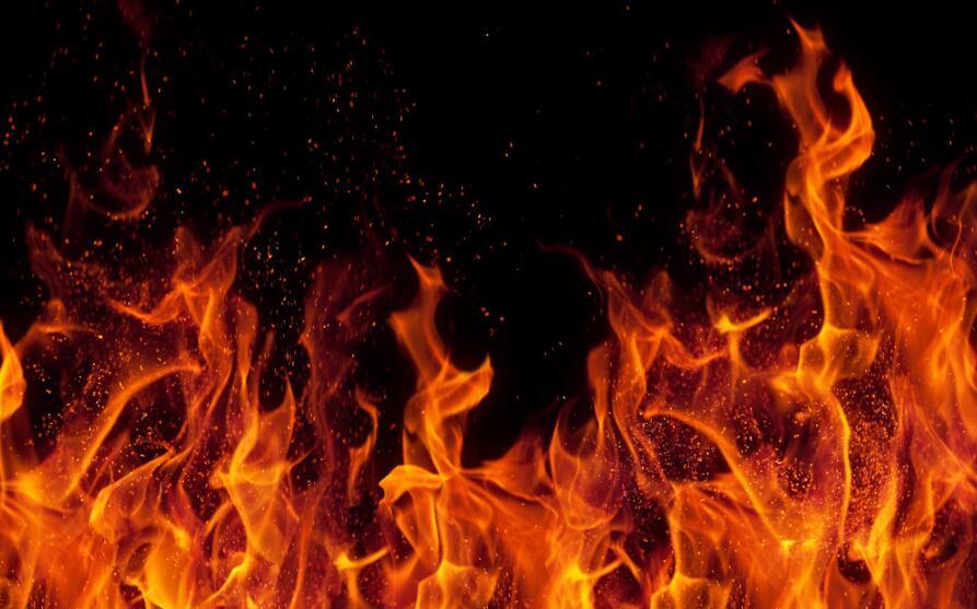 楼下电车失火致人死亡谁担责 家属找律师起诉判车主全责