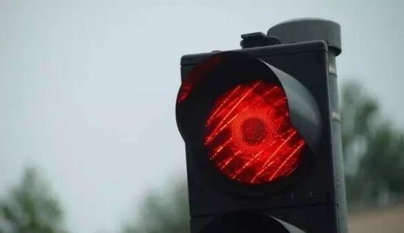 未成年闯红灯被无码曝光合法吗 还是以违法治违法