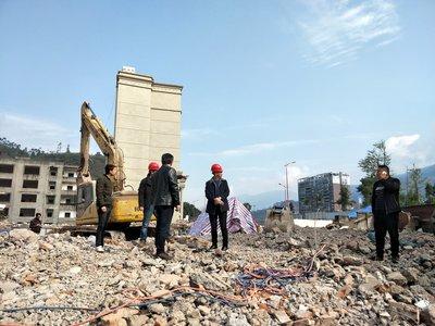 一套200平方米的房屋拆迁补偿款40多万元已经被人领走以后,持房产证的湖北省三胜房地产开发有限公司(以下简称:三胜公司)才后知后觉的发现,公司的房产被拆了。