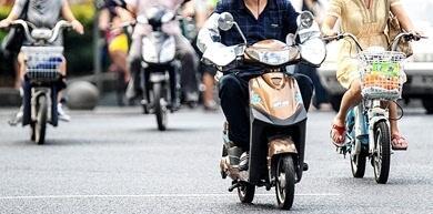 醉酒者能骑电动车上路吗?法律咨询:上路骑行都不行