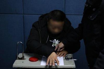 在朋友圈辱骂民警什么后果?男子因罚单在朋友圈辱骂交警被拘留