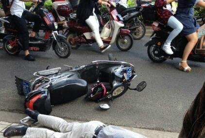 醉酒骑电动车撞人怎么办 男子撞老人后殴打辱骂获刑