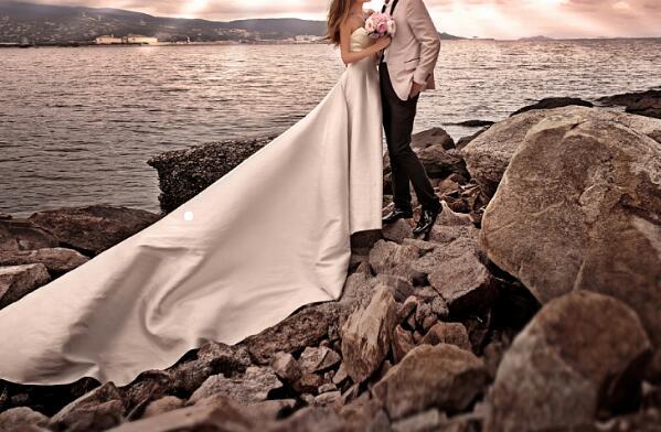 婚纱照被摄影公司当做广告怎么维权?新婚夫妇起诉获赔