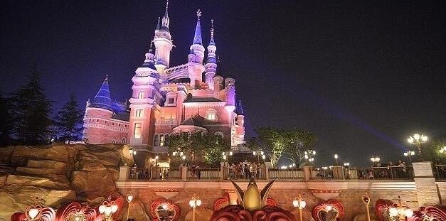 """上海迪士尼称""""不接受调解"""" 翻包是为安检?"""