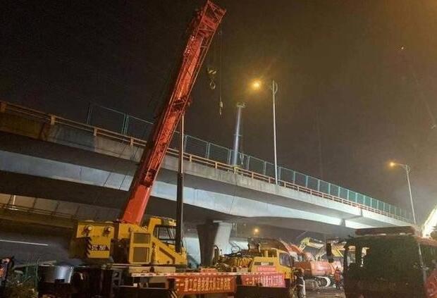 无锡高架桥垮塌:超载汽车公司多次违规被罚 老板消失