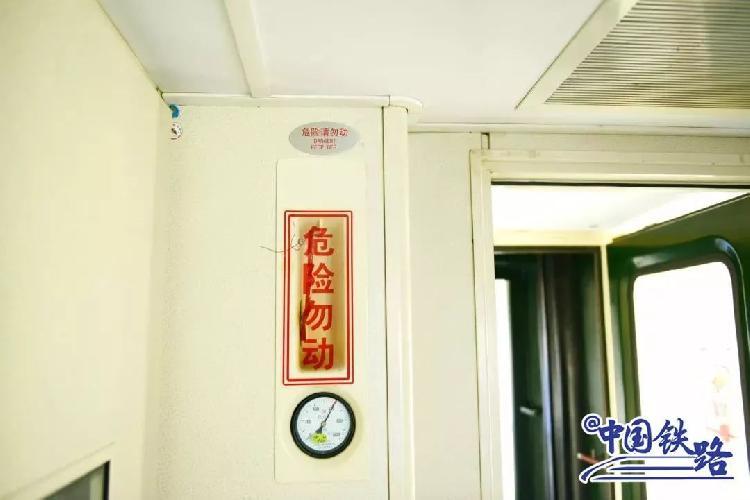 """广铁回应""""外籍乘客疑拉高铁紧急制动阀"""" 法律咨询:依法处理违规操作行为"""