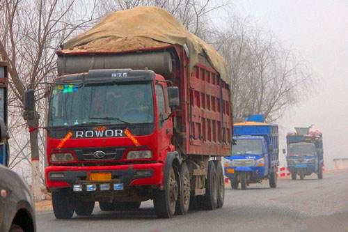 超载车辆如何躲避被查?安徽铜陵8人盯梢交警被拘